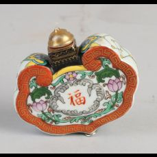 Chinees porseleinen snuffbottle met floraal/goud