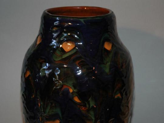 Vaas met donkerblauw slibdecor
