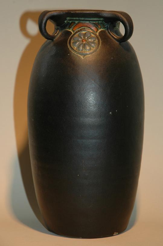Vaas met 3 oren en decoratie