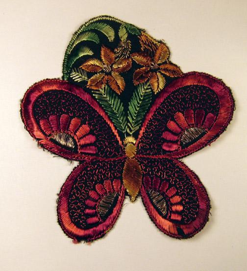 Rode vlinder op bloem