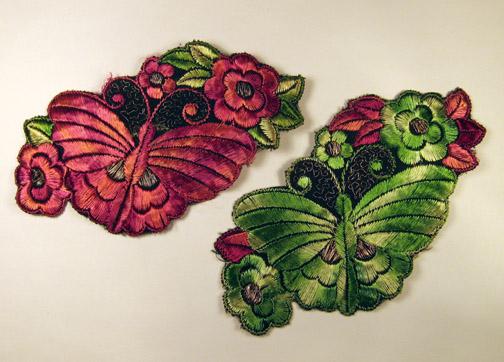Twee vlinders op bloemen