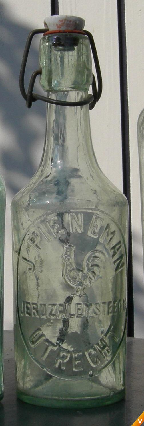 Klein flesje met haan logo