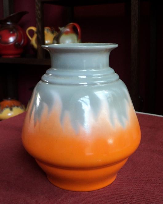 Oranje gevlamde Mosa vaas