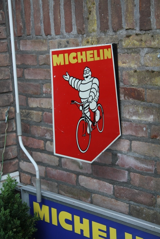 sign michelin red
