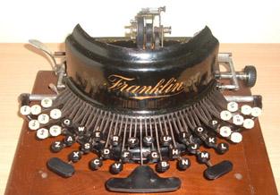 Verzameling antieke typemachines